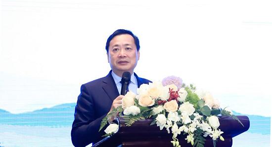 图:旭辉集团董事长林中在发布会开场致辞中表达了对双方合作的期许。