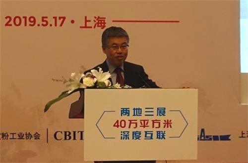 上海船舶工业行业协会秘书长默广斌介绍国际游艇展