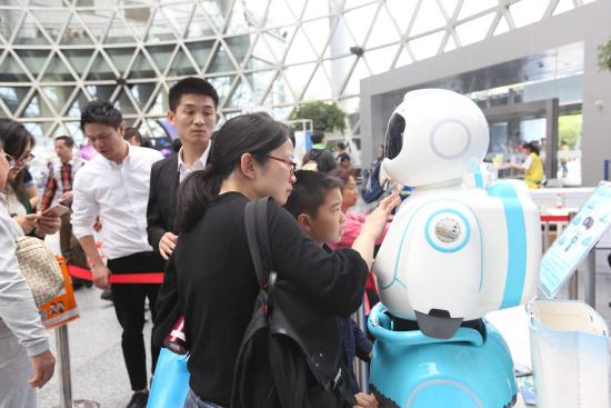 """为智慧社区提供健康服务的""""AI未来医生""""亮相上"""