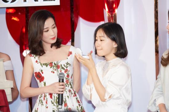 佘诗曼自创彩妆品牌发布会在上海举行