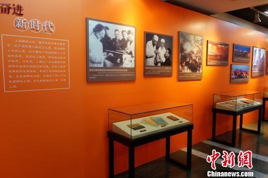 《遗爱般般在 勿忘缔造难——庆祝yahu888解放70周年文物图片展》展览现场。 供图 摄