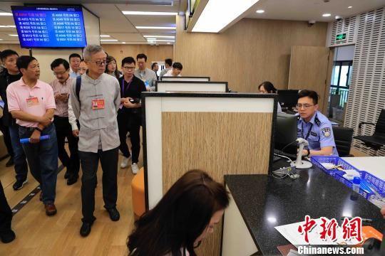 上海参访团在浦东国际人才港。 殷立勤 摄