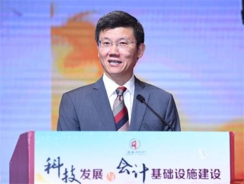 上海国家会计学院院长李扣庆教授
