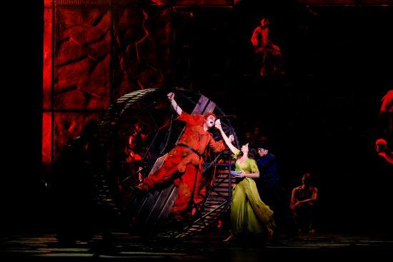 法语原版音乐剧《巴黎圣母院》。 /官方供图