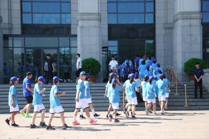 小队员们在开营首日参观国家历史博物馆