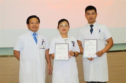 上海德济医院为10位优秀青年医师颁奖
