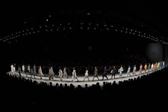 SS20上海时装周开幕秀。