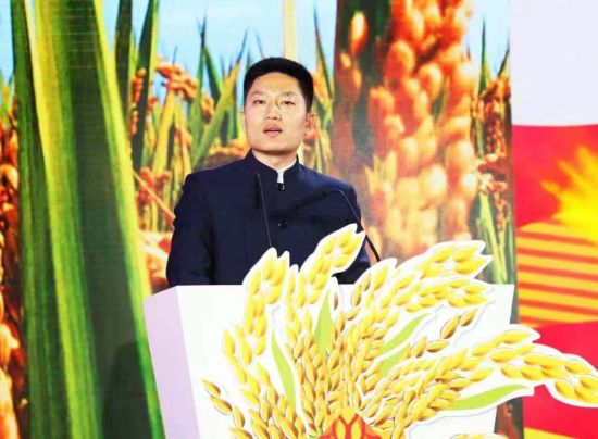 锦溪镇党委副书记、镇长李猛致欢迎辞。