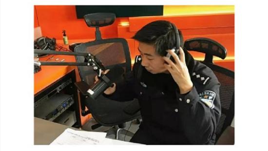 图:滴滴邀请上海市公安局向安警官录制文明交通提示音。