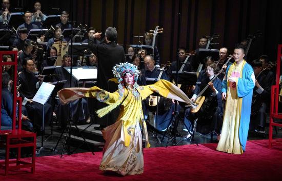 张军与香港中乐团《牡丹亭・长生殿》。 /祖忠人 摄