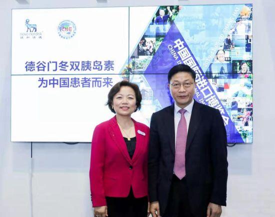 诺和诺德全球高级副总裁兼大中国区总裁周霞萍与上海交通大学附属第一人民医院大内科主任 、内分泌代谢科主任彭永德