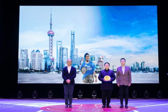 """哈酱被授予上海市首位虚拟""""道路交通安全宣传大使""""称号。"""