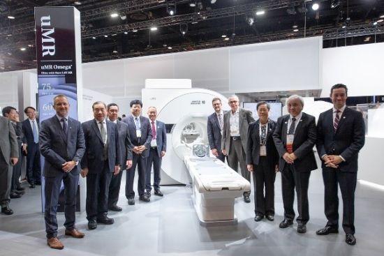 联影面向全球发布世界首台超大孔径3.0T磁共振uMR Omega