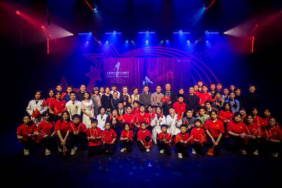 12第一届上海市中小学生戏剧节开幕。