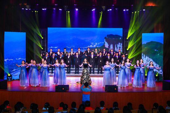 上海电机学院师生表演《长江之歌》