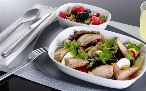 (达美航空国际航线经济舱可享点餐服务、更丰盛的餐食和定制餐具)