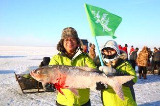 本来买手迎来查干湖冬捕一号网首条胖头鱼