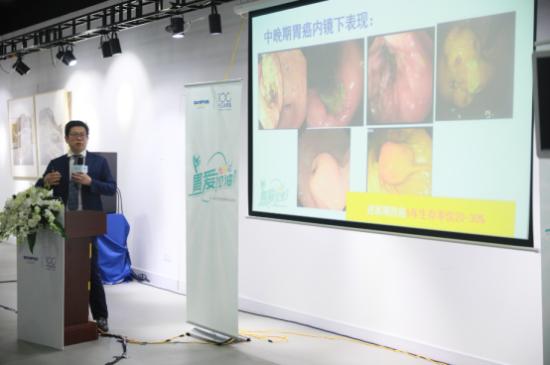 现场观众和医疗专家近距离互动,学习肠胃健康的相关知识