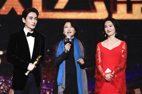 超级品质演员朱一龙获老师崔新琴和著名演员惠英红共同推荐。 /官方供图