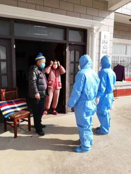 中兴镇社区卫生服务中心人员上门检测体温