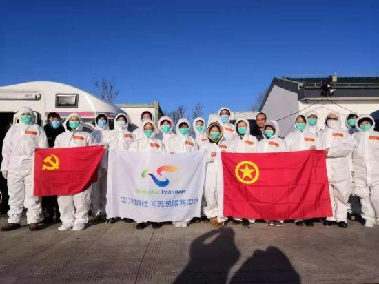 党团志愿者在G40崇启道口服务