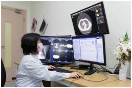 上海市公共卫生临床中心放射科医生使用uAI新冠肺炎智能辅助分析系统