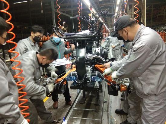 图:春风动力车间正式复工。