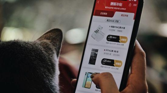 图:考拉海购App上,硬核补贴每天上线30多款全球大牌商品。