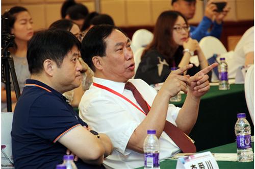 郝德明会长出席2019中国非公康复年会无锡国济分论坛