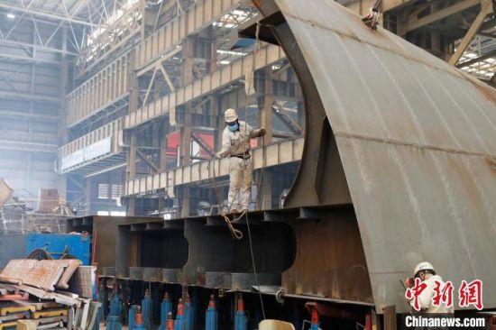 上海外高桥造船有限公司完成5艘(座)船舶交付