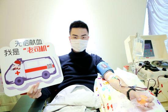 """24岁商品研发设计师甘当""""三献""""志愿者 5年无偿献血50次"""