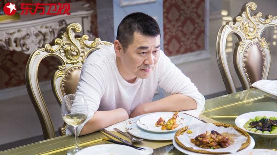 东方卫视陈建斌演的《爱我就别想太多》正在热播 陈建斌李一桐上演忘年恋