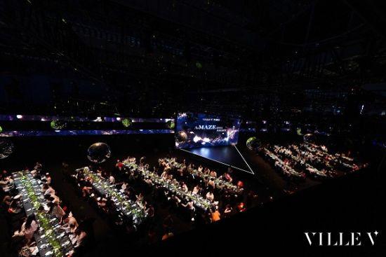 图:座无虚席的晚宴现场。