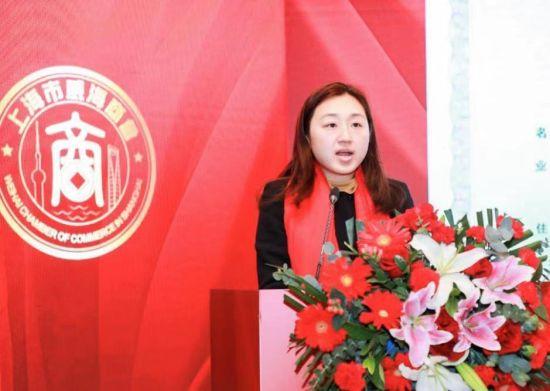 上海市民政局副处长姜琦宣读上海市威海商会成立公函