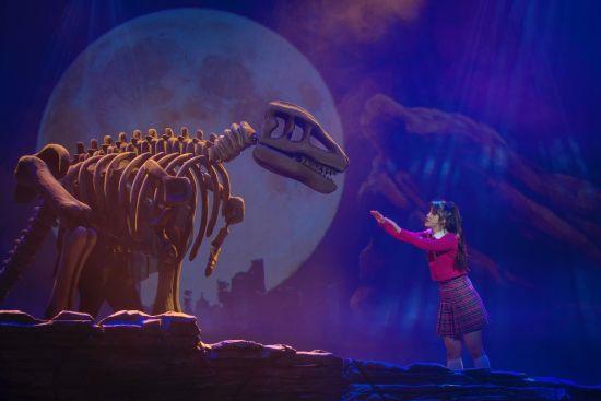 音乐剧《恐龙复活了》中文版剧照。 /Bobby 摄