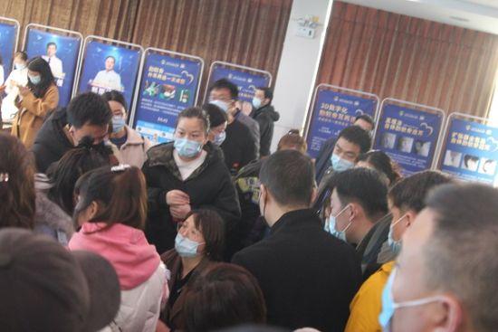 图:新氧公益救助基地上海市东方医院耳再造义诊现场。