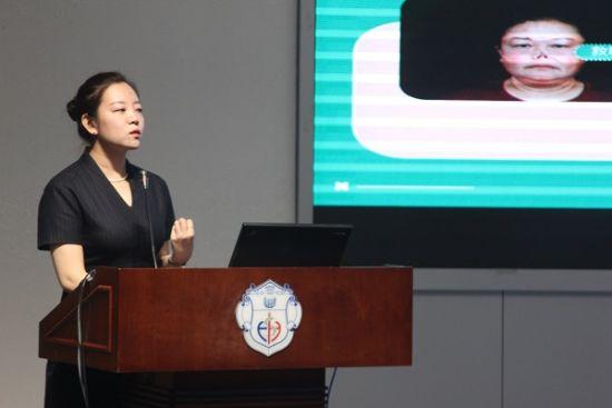 图:新氧科技副总裁刘蓉发言。