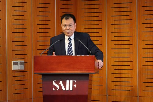 (上海交通大学上海高级金融学院学术副院长、金融学教授严弘发布报告)