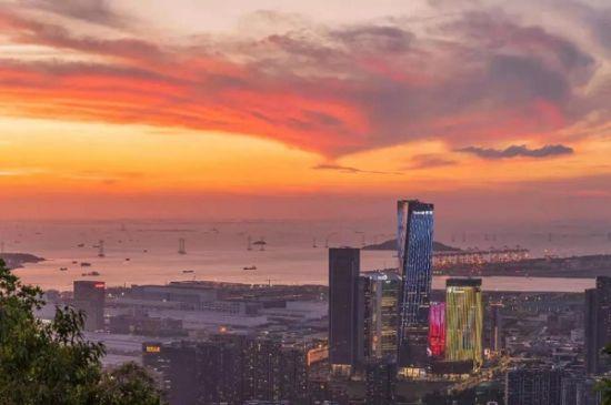 深圳前海世茂大厦实景图。