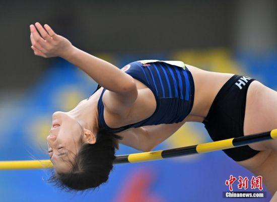 9月21日上午,第十四届全运会田径女子跳高决赛在西安举行,香港特别行政区选手张静岚出赛,以1.70米的成绩位列第18名。图为张静岚在比赛中。 中新社记者 侯宇 摄