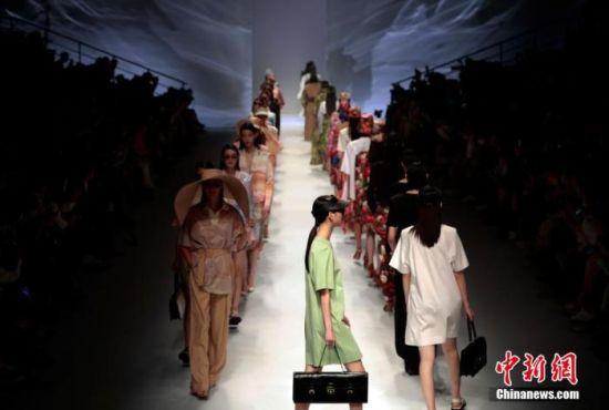 2022春夏上海时装周开幕 中国设计师品牌蓄势待发