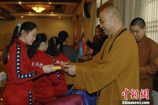 台北体操选手到上海静安寺祈福 - 上海新闻网 中新网首页 | 安徽 | 北京 | 重庆 | 福建 | 甘肃 | 贵州 |