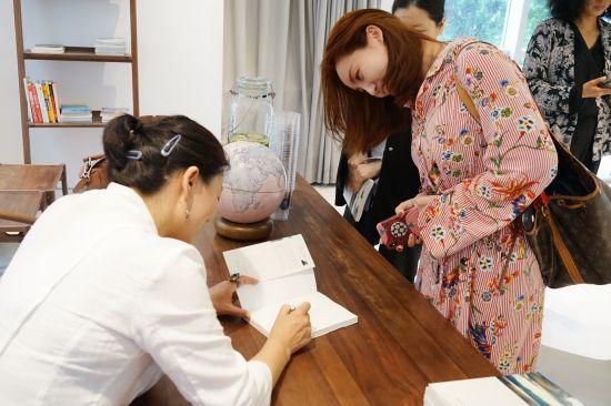 5月26日,《抚仙之湖》新书发布会在沪举行。 /官方供图