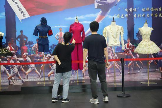 """""""芭蕾在中国——六十年的传承与创新""""主题展。 /官方供图"""