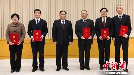 """北京快乐8遗漏数据:上海市委聘请法律顾问当""""守门员""""和""""智囊团"""""""