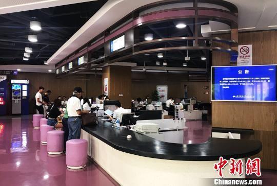 """我中彩票大奖真实经历:上海首个智能导引服务系统解决企业办证""""痛点"""""""
