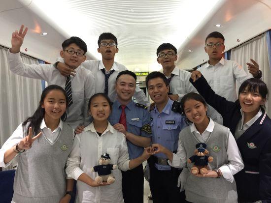 澳门新金沙官网:上海铁警为藏族学生乘生保驾护航