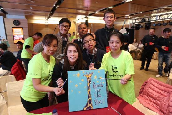 网上赌博注册送钱:美国特奥运动员代表参观安利上海体验馆