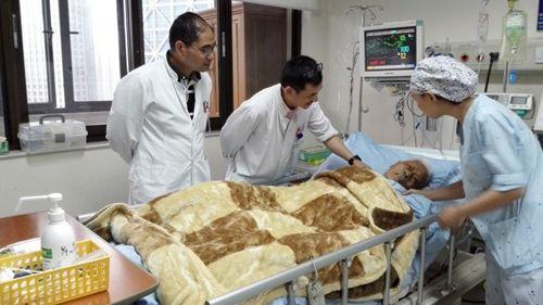 上海东方医院胡海教授精英团队百岁高龄老人也能做微创胆囊手术