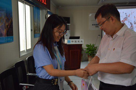 澳门赌博送彩金:上海市团市委慰问中建二局杨浦首创项目一线青年员工